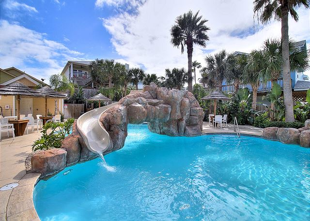 Beautiful and spacious! Located in FABULOUS Beachside Condos!
