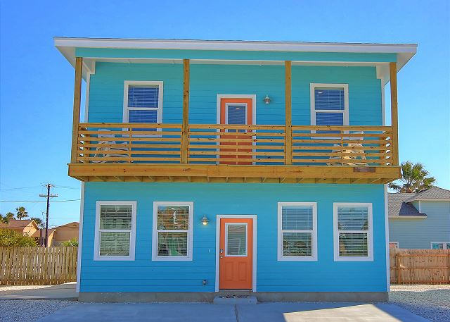 Fabulous home! Walk to the beach! Palapa! Community Pool! In town!