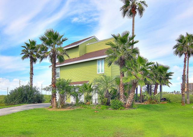 Fantastic home! Beach access and a refreshing community pool!