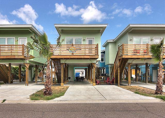Newly built island style villa. Community Pool! Close to the Beach!