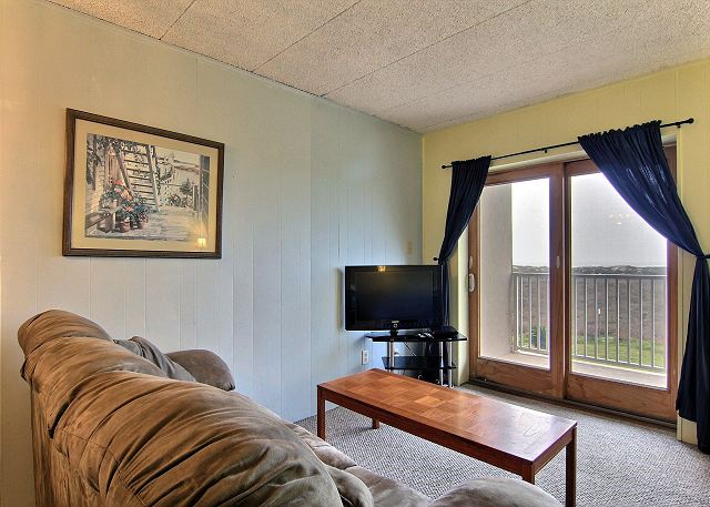 Beachfront condo, 2 pools, pet friendly and in town with gulf views! - Port Aransas, Texas