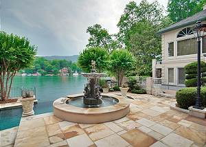 Villa Rosa w/pool and private beach on Lake Lure