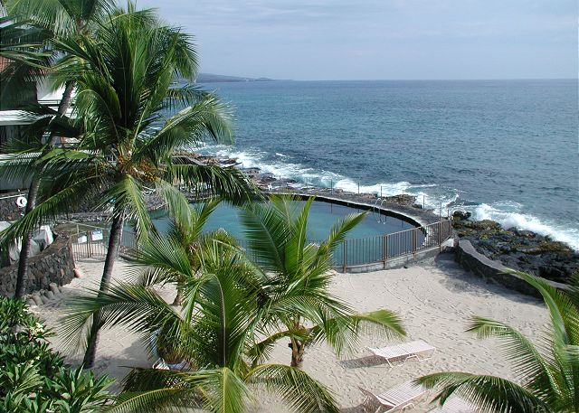 Kailua Kona vacation rentals featuring 2 BR 2 BA ocean front spectacular sunset views
