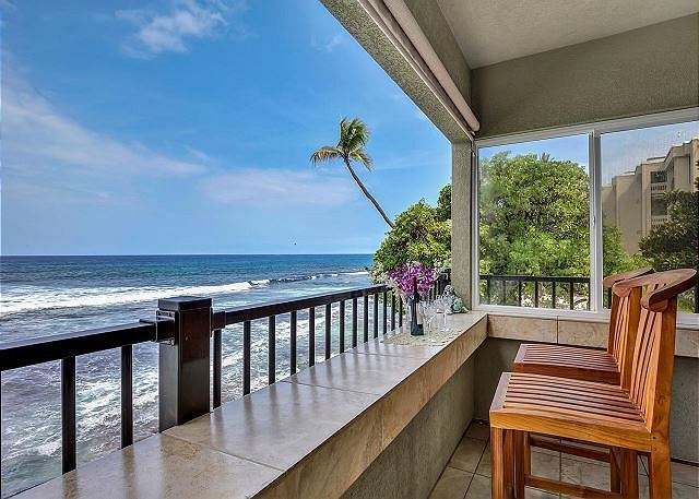 Kailua Kona vacation rentals featuring 2 BR 2 BA ocean front close to town