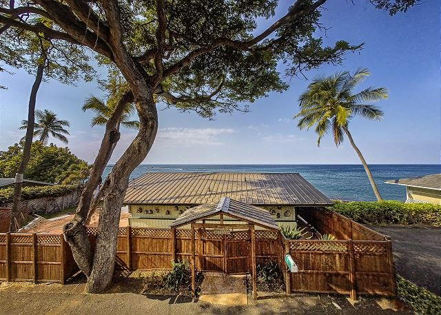 South Kona vacation rentals featuring 1 BR 1 BA ocean front Cottage