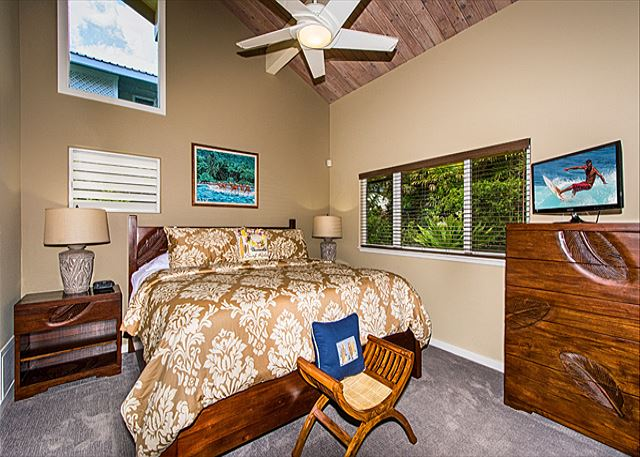 Surf's Up Suite (King) with Vaulted Ceiling