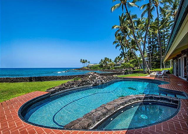 Kailua Kona vacation rentals featuring 6 BR 6 BA, sleeps 20 ocean front