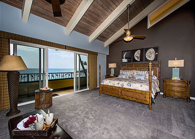 Master Suite (King, daybed w/ two twins) with Oceanfront Balcony