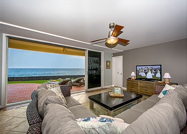 Living Room with Ocean out Front, Wetbar Behind