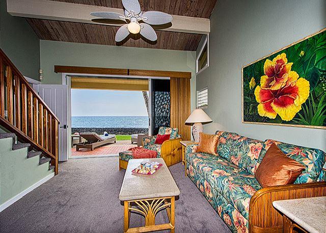 Ohana Oceanfront, Living Room, Queen Sofa Bed, Lanai Access