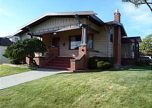 Classy Craftsman in Downtown Arcata - 3 Bdrm Sleeps 6 with Sauna