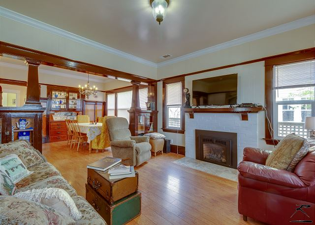 Main Street Craftsman - in Sunny Victorian Ferndale