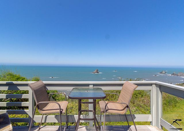 Enjoy the deck & it's perfect views!
