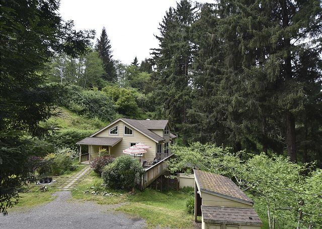 Stylish, Private Cabin - Just Restored & Very Close to Redwoods Park