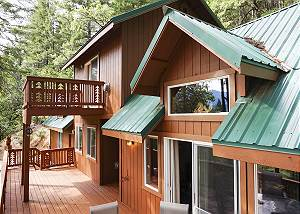 New! Trinity Alps Getaway - Off the Grid, On Trinity Lake!