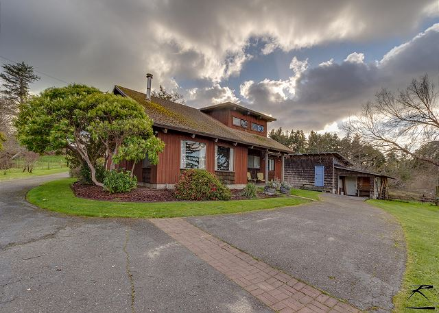 Country Cabin overlooking the Humboldt Bay