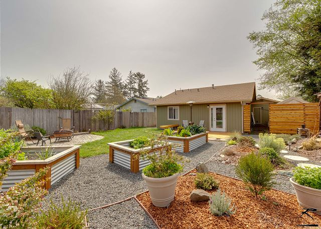 NorCal Garden Casita - Inviting Inside & Out - Near Beaches & Redwoods