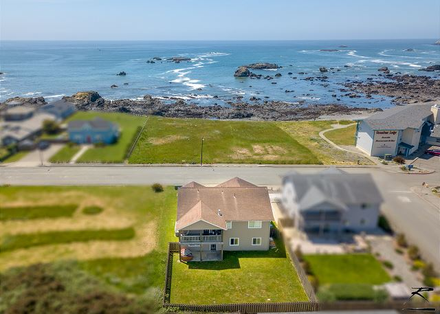 Crescent City Beach Housew/ Ocean & Beach Out Front Door! Great Views!