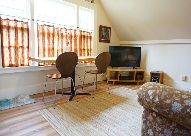 Downtown 1 Bdrm Loft in Arcata - Walk to Everything!  Sauna & Bicycles