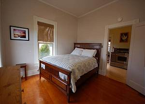 Treehouse Villa - Furnished 1 Bdrm 1 Bath Rental with 1 month minimum stay