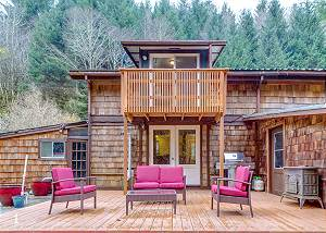 Peaceful Creekside Cabin for Two - Next to Redwoods National Park!
