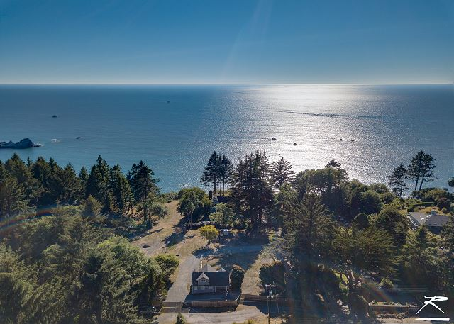 Stagecoach Cabin @ Oceanside Lodge-5 Acres,Ocean Views,Bluffside Seating