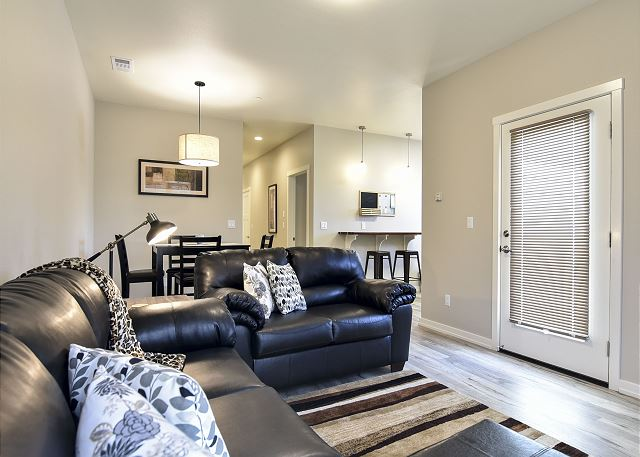 Alder Flat is New, Fresh and Modern! Great Location 30 night Min