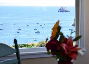 Buoy Bell,2 Bdrm Condo - Ocean Views, Above the Bay w/ Beach Access & Hot Tub