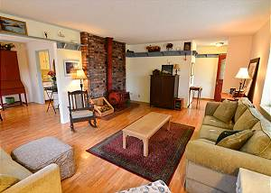 Trinidad Village Retreat - Great Sunroom and Patio - Walk to All
