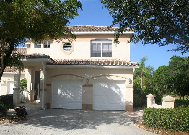 Spanish Wells Country Club - Picture Perfect 1st Floor Condo!