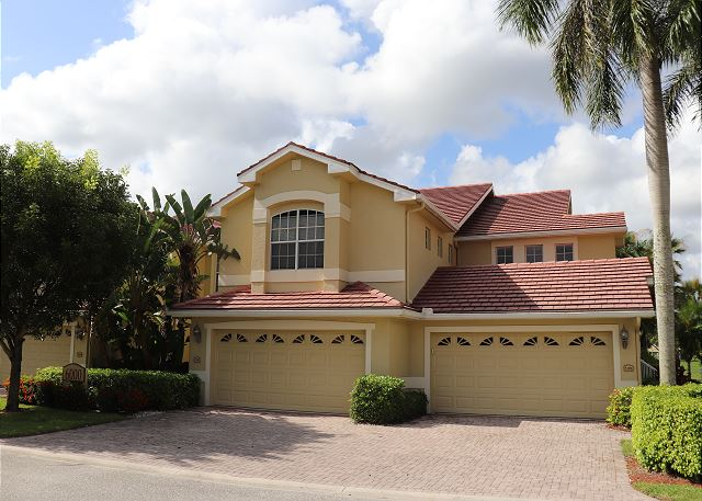 Spacious First Floor Naples condo with Lake View and Resort Style Amenities!