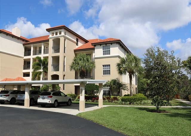 Stunning Pelican Sound condo with Resort amenities