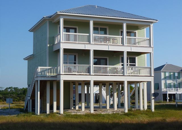 4BR Beach Home close to the Beach access with nearby Pool
