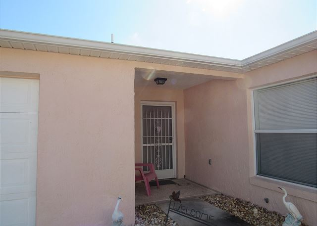 Just listed, 2/2 courtyard villa!
