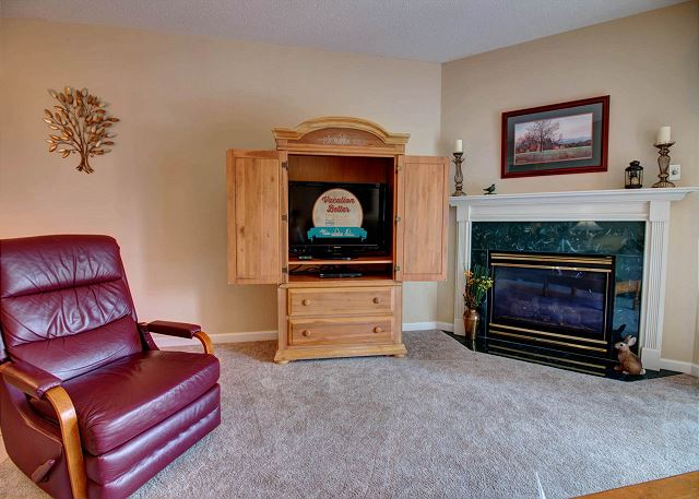 Flat Screen TV and Seasonal Gas Fireplace