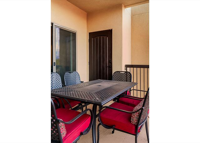 Outdoor Patio seating for 6