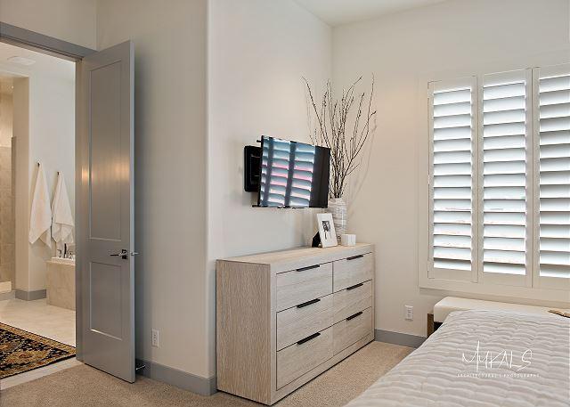 Master Bedroom 3 - TV & Private Bathroom
