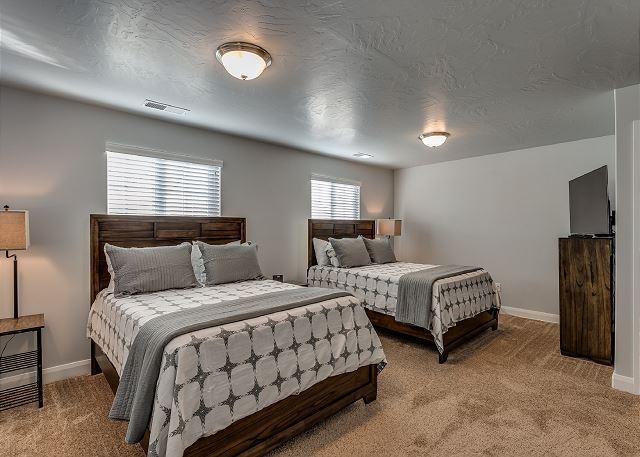 Bedroom 2- 2 Queen Beds, TV