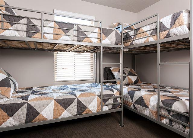 Bunkroom - 4 single bunks