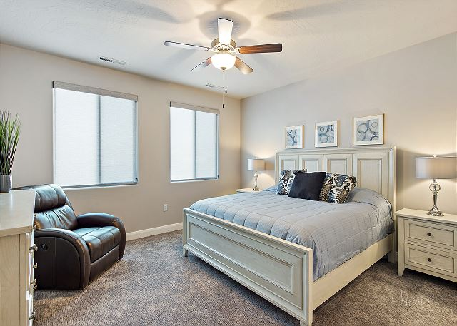 Master bedroom 2 - King Upstairs