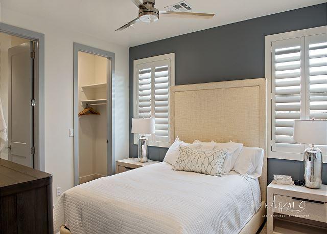 Master Bedroom 3 - Queen Bed upstairs/TV
