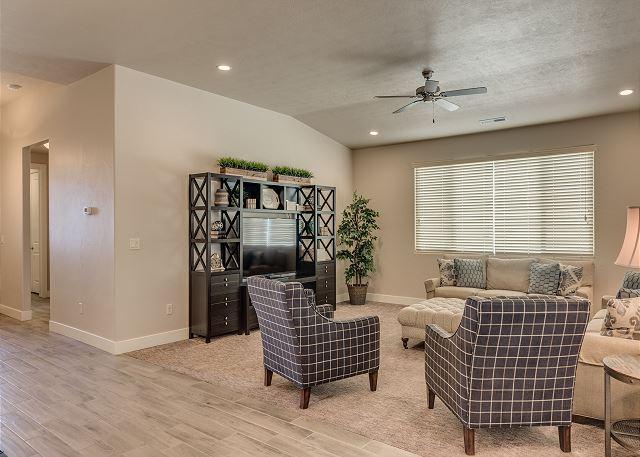 Living Room / Flat Screen