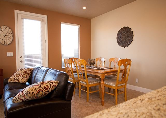 Dining Room - seating for 6