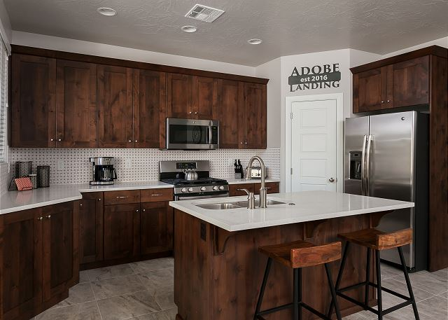 Kitchen - 3 barstools