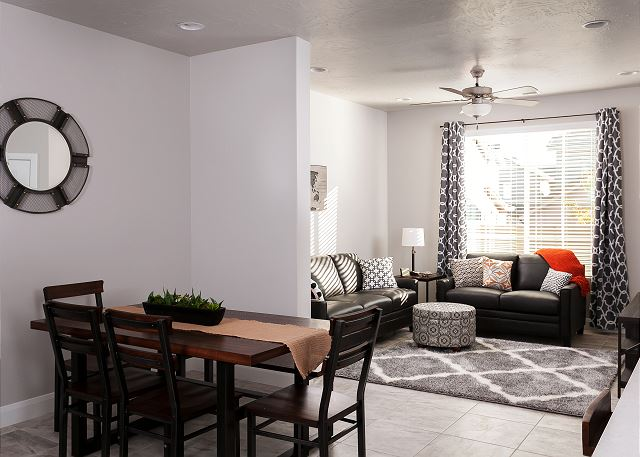 Dining room  - seating for 8