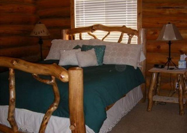 Master Bedroom with Queen Bed/TV