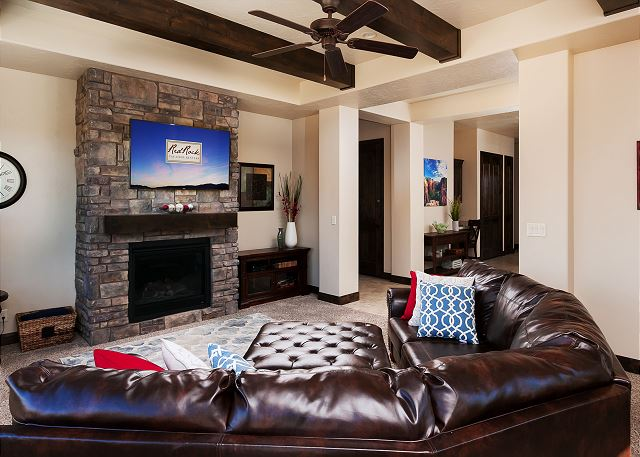 Living Room/Fireplace