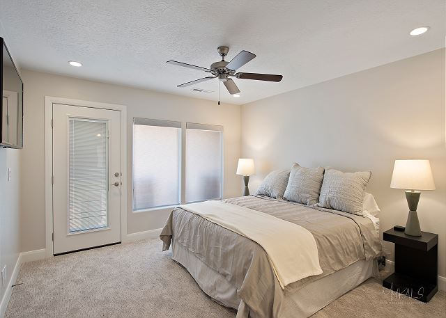 Upstairs King bedroom with Suite