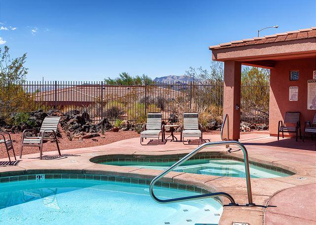 Community Pool/Hot Tub