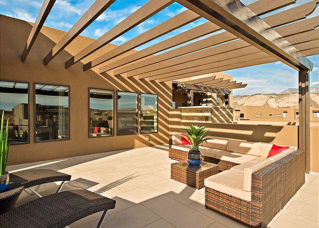 Second Floor Deck - pergola